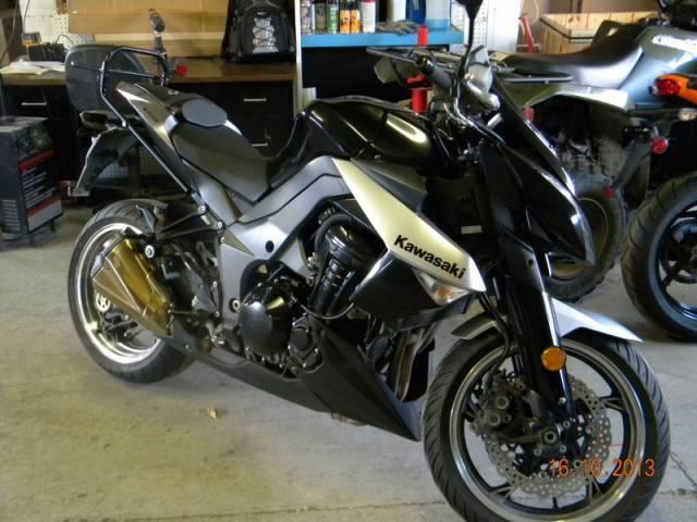 2010-Kawasaki-Z-1000-