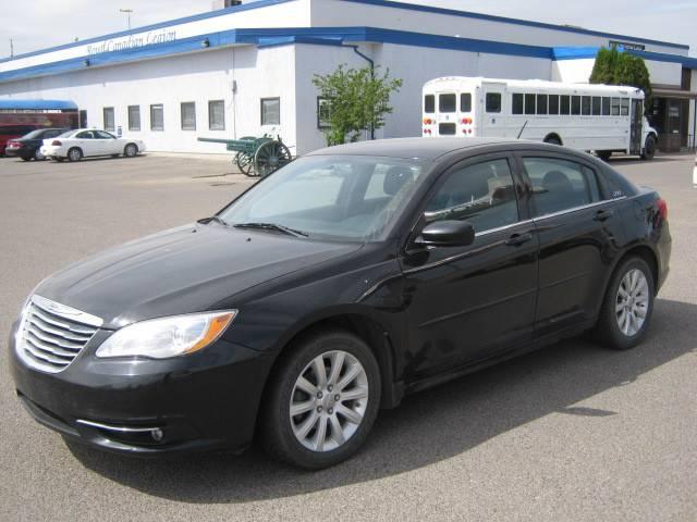 2011-Chrysler-200-