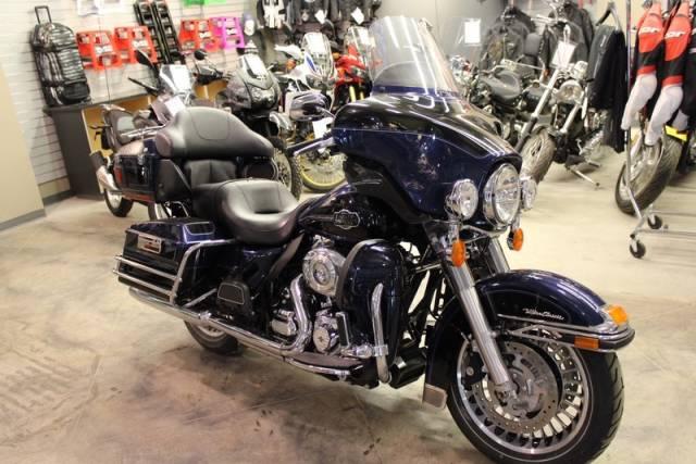 2012-Harley-Davidson-FLHTCU---Electra-Glide-Ultra-Classic-