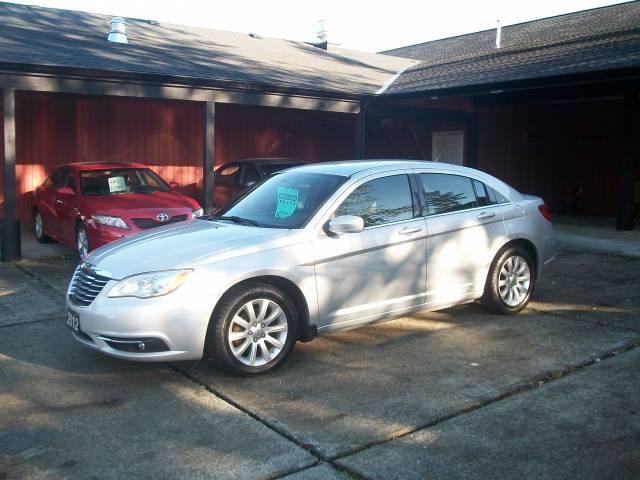 2012-Chrysler-200-