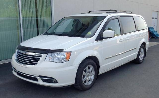 2012-Chrysler-Town--Country-