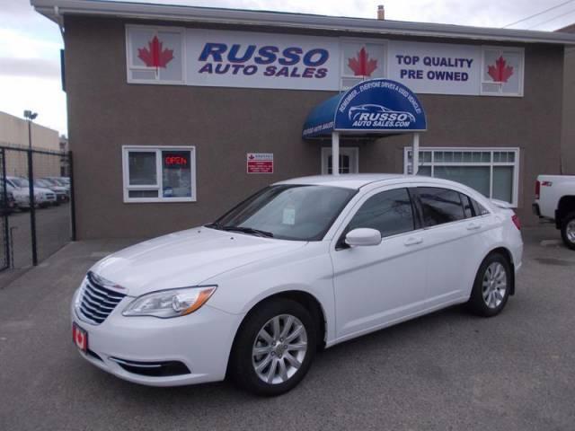 2013-Chrysler-200-